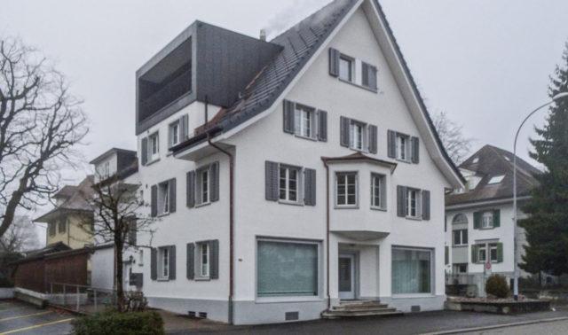 Umbau in Sursee / Neue Fensterläden und Lamellenstoren im Dachbereich
